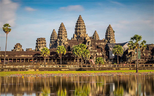 Angkor - Phnompenh Admire the wonders of the world